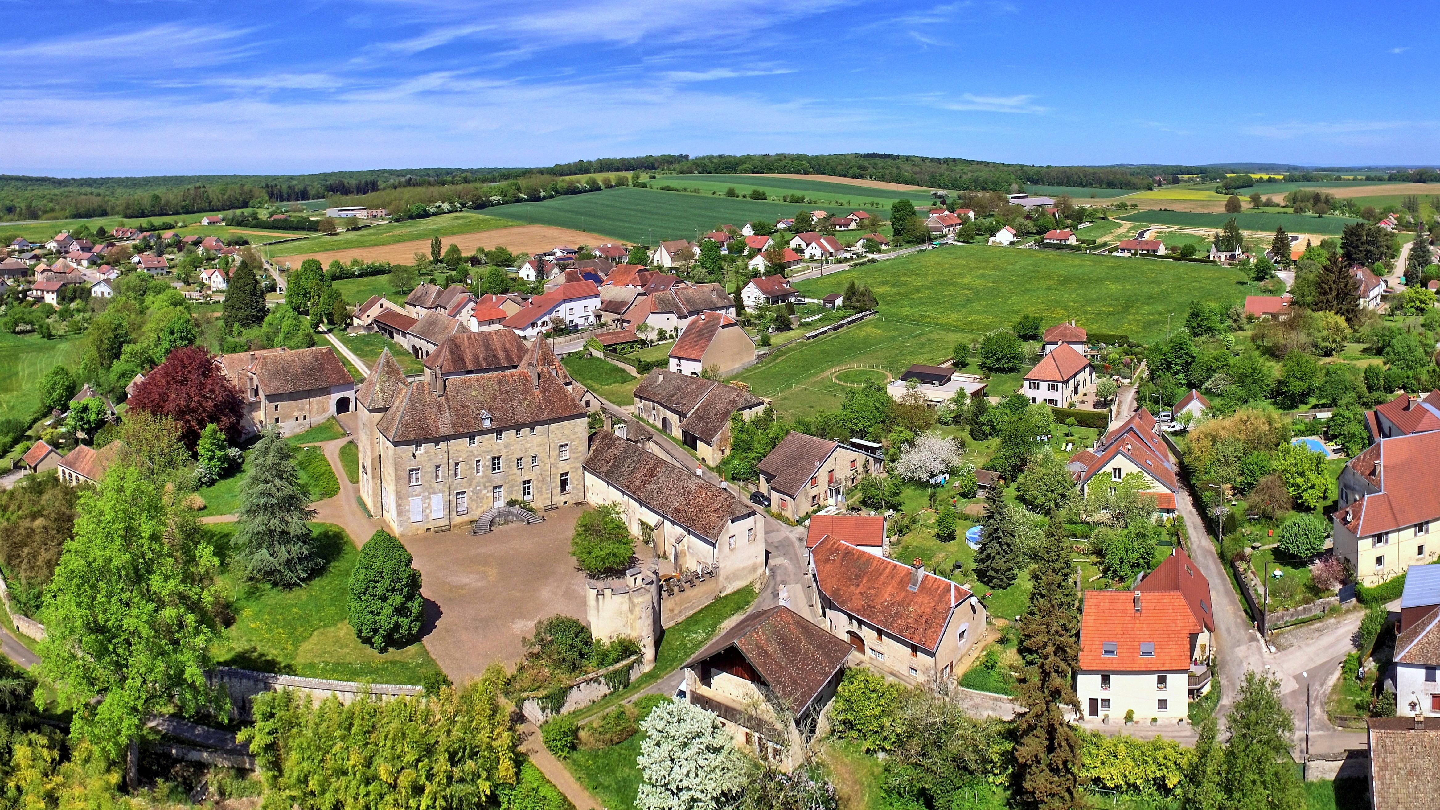 buthiers chateau village trapeze comblanchien SETP pavés haute saone monument historique FCE