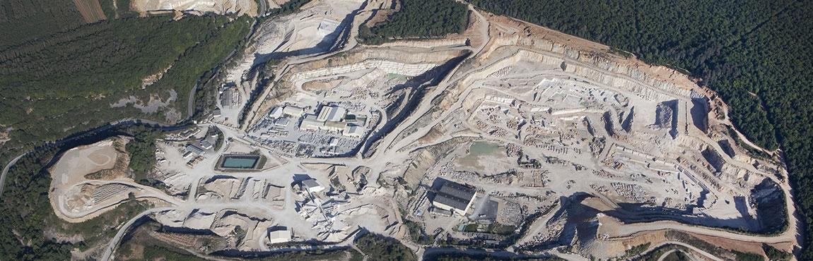 Vue d'ensemble du site de Comblanchien en Côte d'Or (21700)