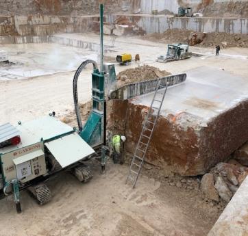 bloc 500 tonnes carrière setp comblanchien marbre haveuse