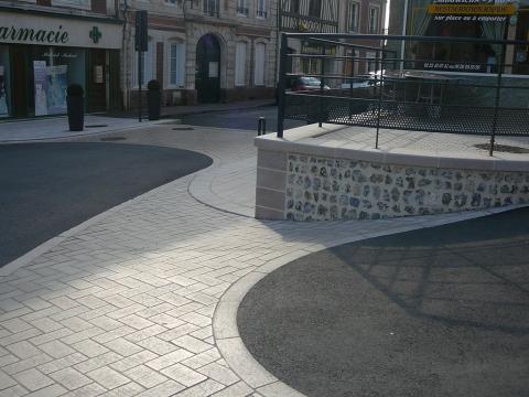 aménagement urbain muret calepinage et dalles en pierre naturelle