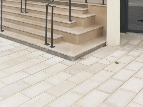 Aménagement urbain sol extérieur en pierre de Bourgogne